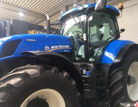 New Holland T7.220...